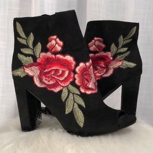 Wild Diva Lounge Embroidered Floral Heels Size 8